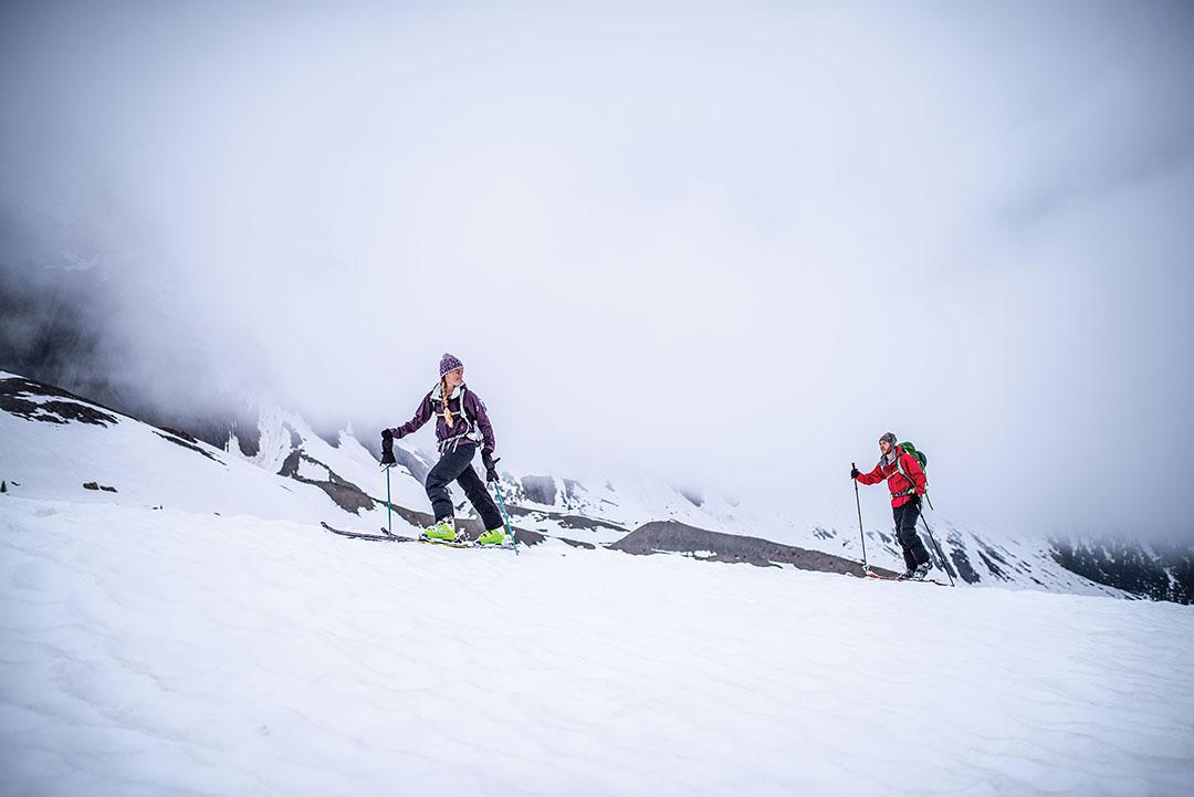 EMS -Winter Ski Mistaya Lodge -3760