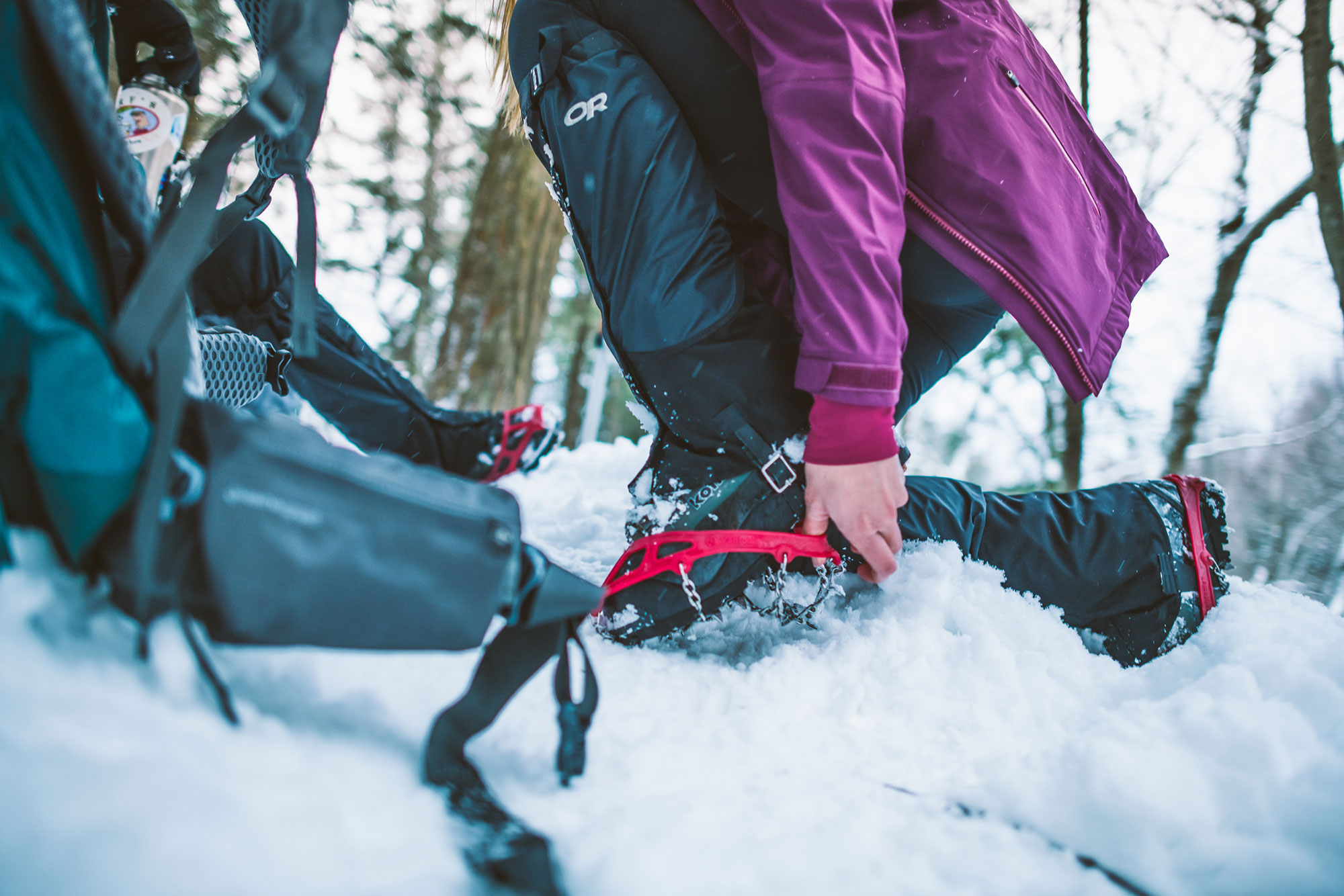 2019-01-EMS-Kemple-Conway-5022_Backpacking_Gaiters_Yaktrax_Triton3in1